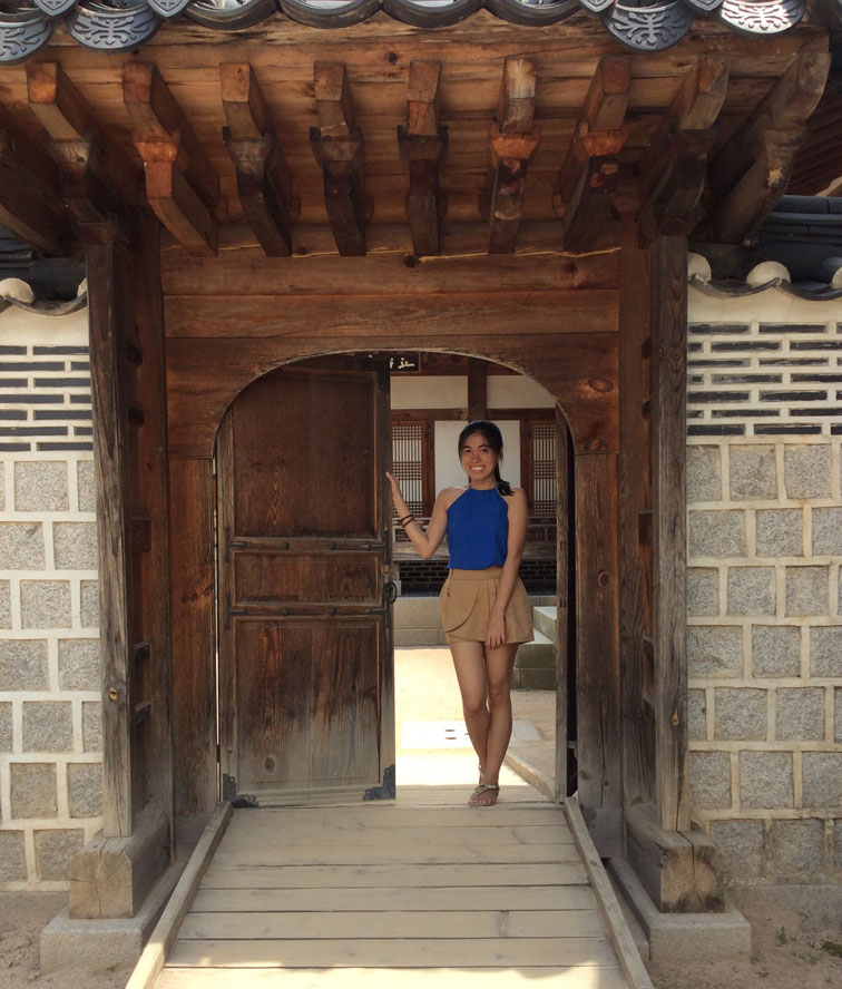 Come Inside old houses of Gyeongbokgung Palace.