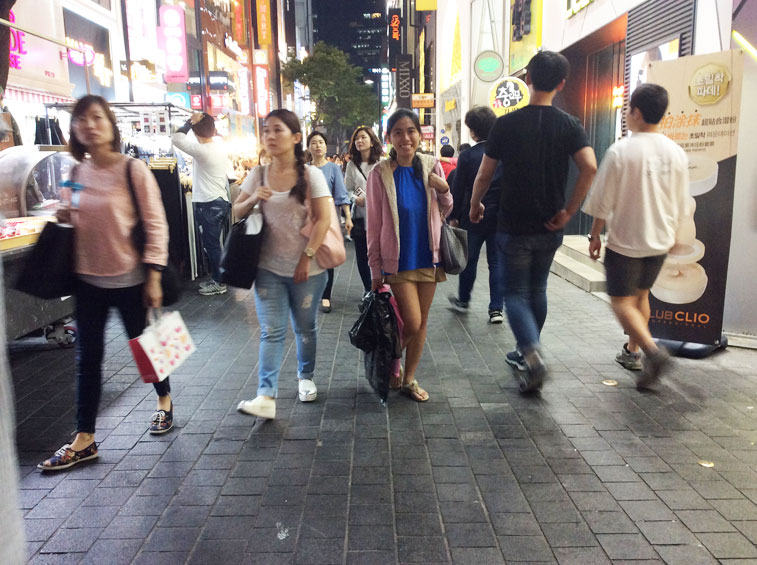happy-shopper-at-myeongdong