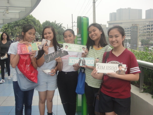 Students Selling Ji-Soo Banners
