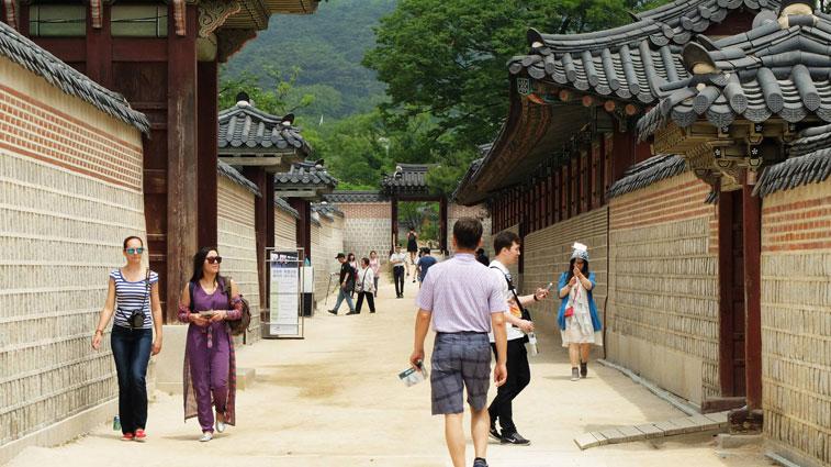 Walking Around Gyeongbokgung Palace